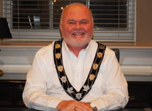 Warden Bill Lowry Acclaimed as Warden